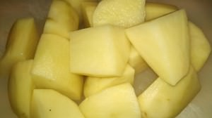 Russet potatoes ready for boiling.